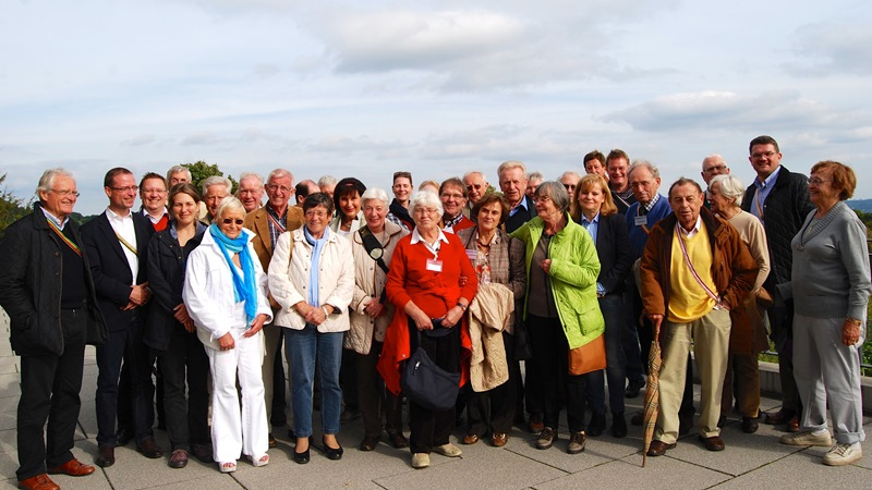 Gruppenbild auf der Terasse des Steinbergs
